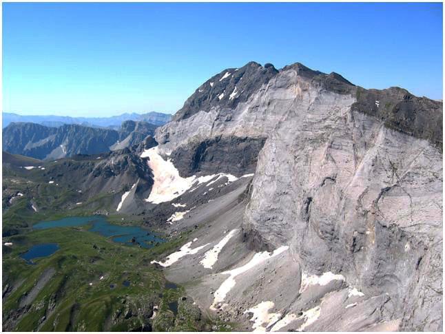 Lacs de Barroude depuis le pic de la Gela - photo Pierre Carrière