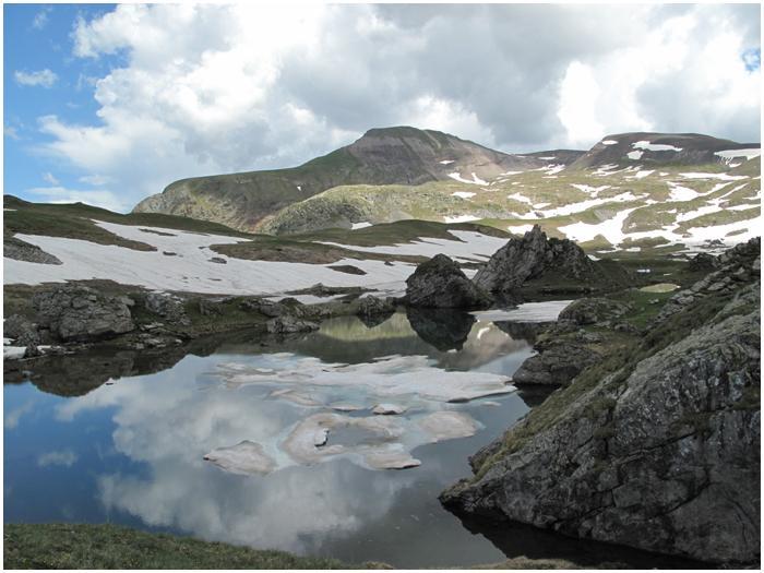 Lacs de Barroude et leurs névés